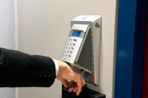 Монтаж биометрических считывателей